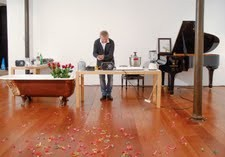 Joan Cerveró interpretando 'Water Walk' de John Cage